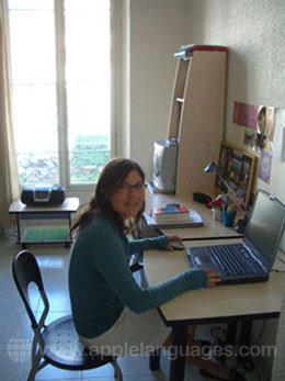 Une étudiante dans un appartement-studio, Nice