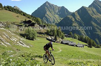 Kitzbühel est génial pour le vélo de montagne. . .
