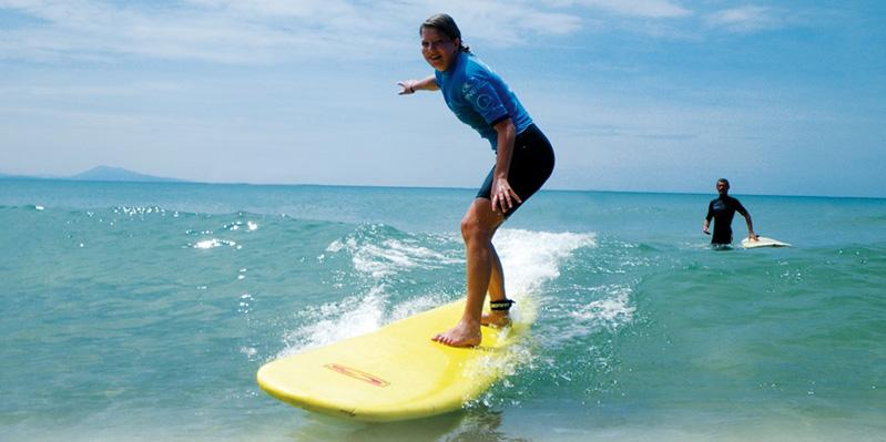 Surfer sa première vague