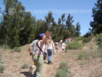 Des étudiants en randonnée