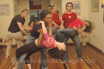 De retour à l'école pour des cours de danse
