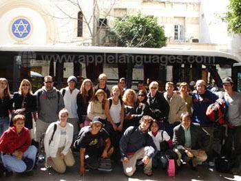 Des étudiants prêts à partir en excursion