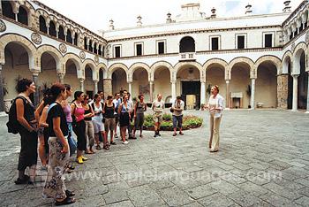 Des étudiants pendant une visite de Salerno