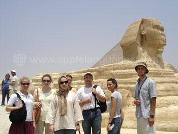 Des étudiants en excursion pour voir le Sphinx