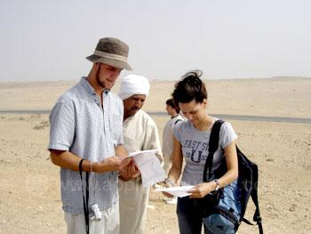 Des étudiants à la découverte des pyramides