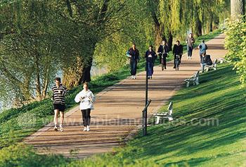Jogging le long du fleuve