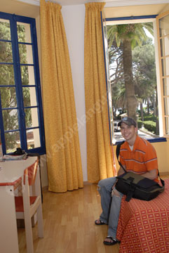 Un étudiant dans un logement du campus