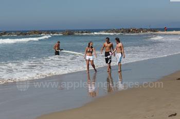 Des étudiants à la plage