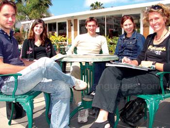 Pause sur la terrasse de l'école