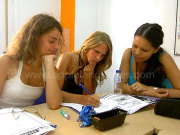 Apprendre l'espagnol en groupe