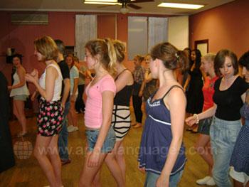 Des étudiants en cours de danse
