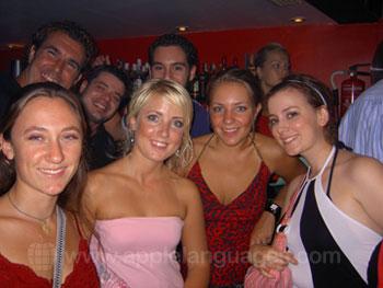 Des étudiants profitant d'une soirée