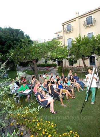 Cours d'italien dans le jardin