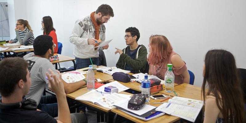 Étudiants apprenant l'anglais