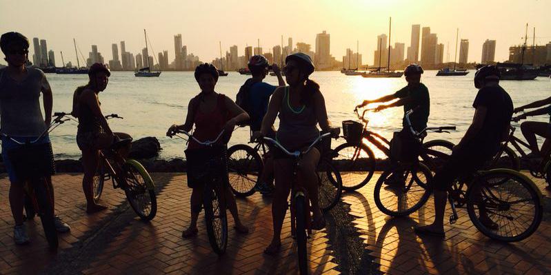 Promenade à vélo au crépuscule