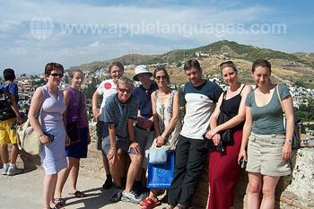 Des étudiants pendant une visite guidée