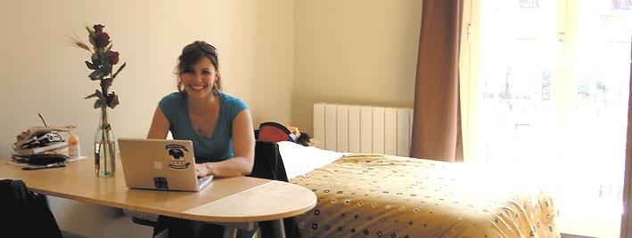Étudiante en séjour dans l'un de nos logements