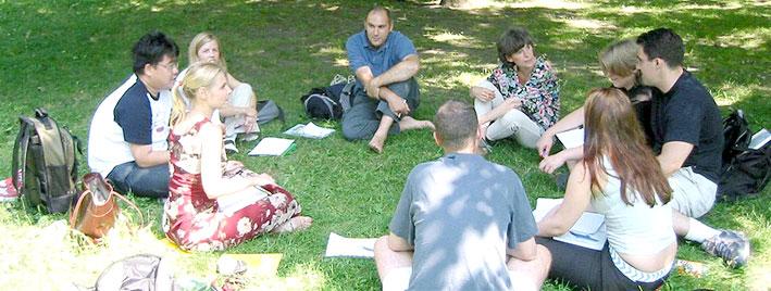 Étudiants en séjour dans un des parcs de Berlin