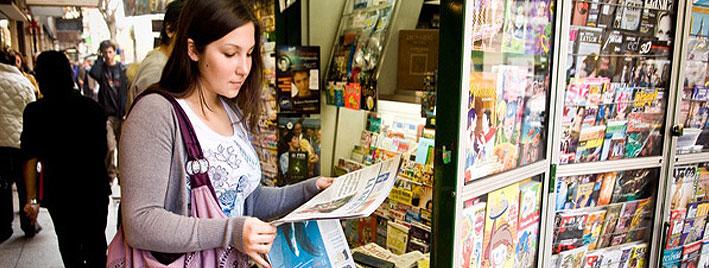 Lecture de journaux en espagnol à Buenos Aires