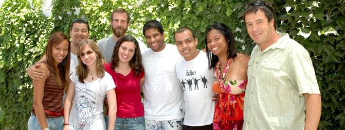 Étudiants en séjour devant notre école à Cordoba