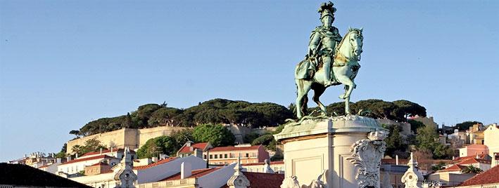Vue depuis une place commerçante de Lisbonne