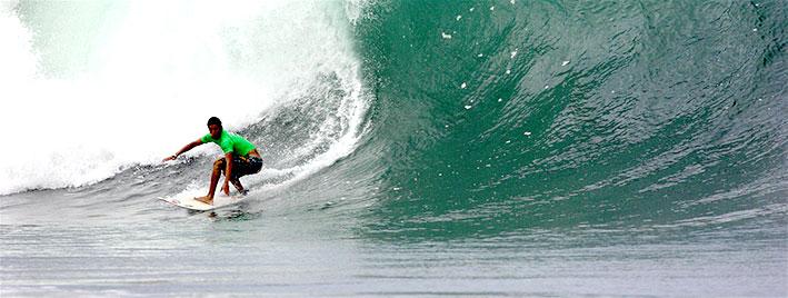 Surf à Montanita, en Équateur