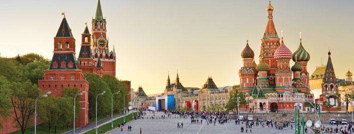 La cathédrale Saint-Basile, la Place Rouge et le Kremlin à Moscou