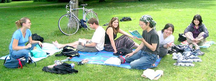 Étudiants en séjour dans un des parcs de Munich
