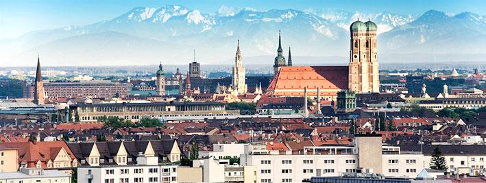 Vue sur Munich et la chaîne des Alpes