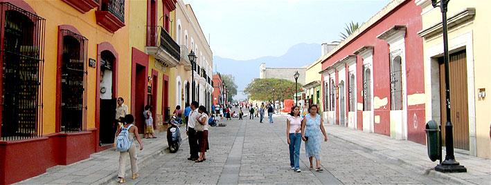 Rue principale de Oaxaca, au Mexique