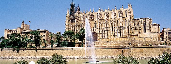 Fontaine devant la cathédrale de Majorque