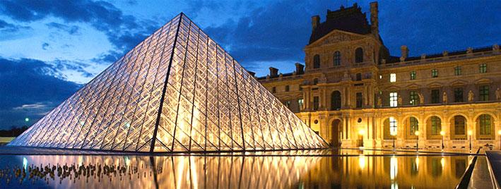 Musée du Louvre au crépuscule