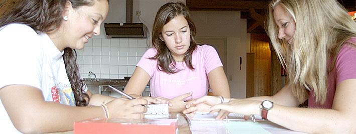 Étudiants faisant leurs devoirs d'allemand à Radolfzell