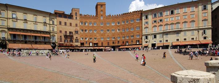 La Piazza del Campo de Sienne, en Italie