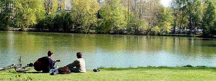 Moment détente au bord de l'eau à Toulouse