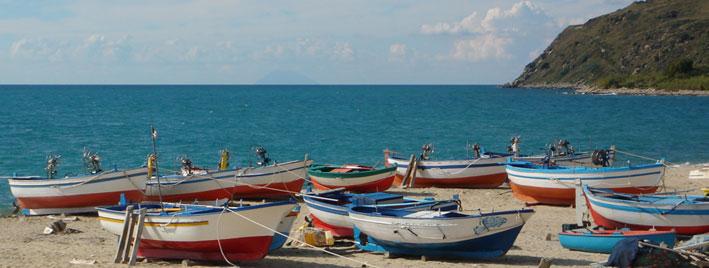 Bateaux colorés de Tropea, en Italie