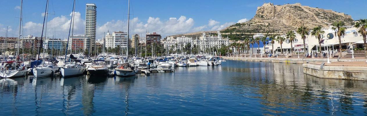 Port de plaisance d'Alicante et château de Santa Barbara