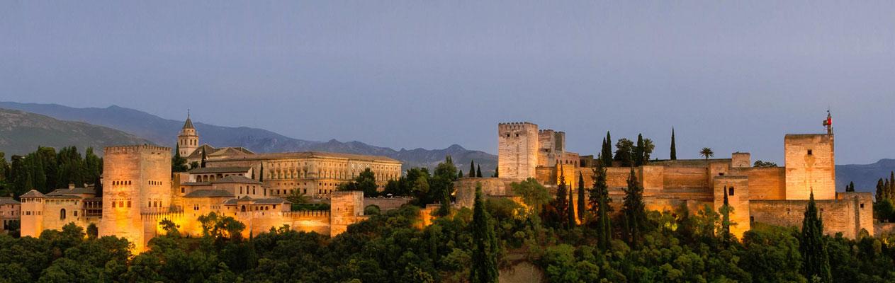 L'Alhambra de Grenade au crépuscule