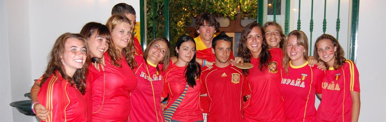 Jeunes étudiants de Benalmadena aux couleurs de l'équipe de foot d'Espagne