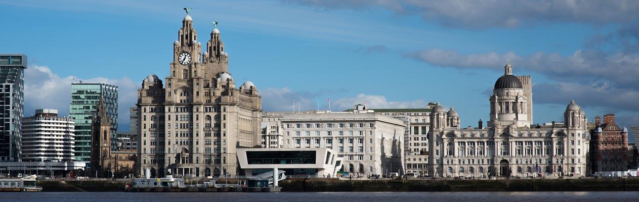 Vue des docks et de la ville de Liverpool, Royaume-Uni