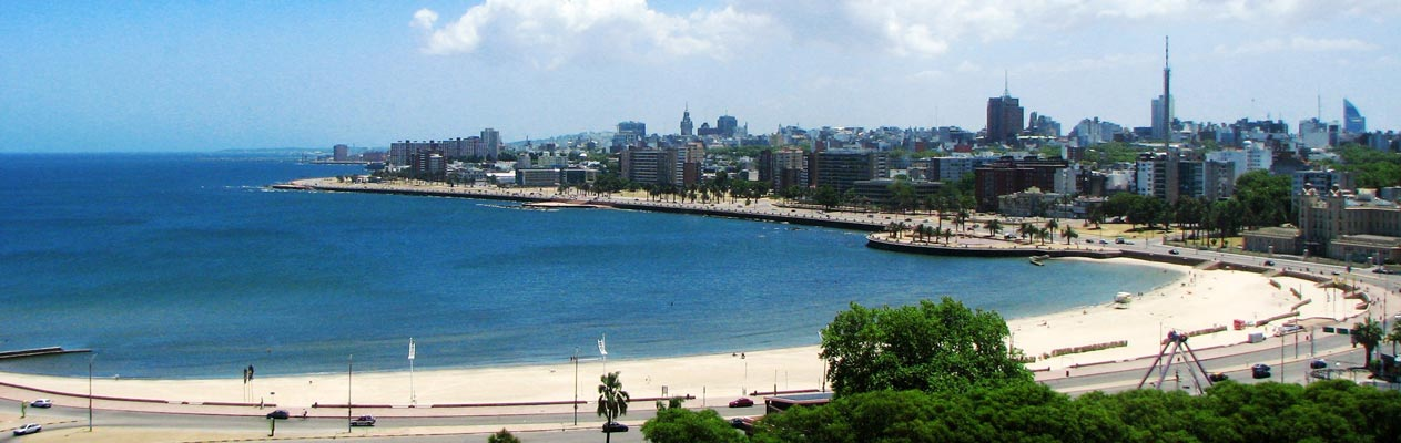 Plage et ville de Montevideo