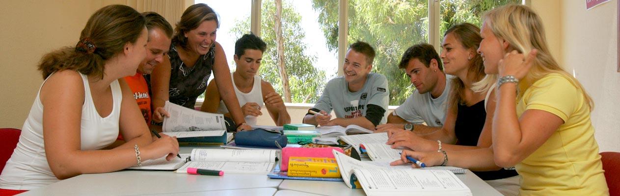Étudiants suivant un cours d'espagnol à Malaga