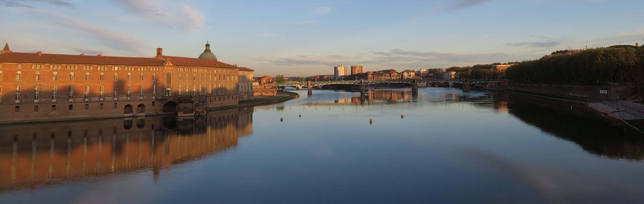 Vue de la Garonne à Toulouse, France